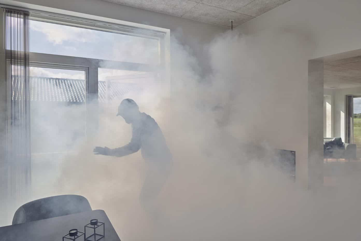 En tyvs reaktion ved aktivering af tågekanonen